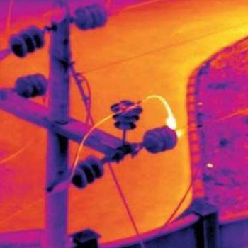 la termografia aerea è particolarmente efficace e conveniente quando eseguita con droni: ricerchiamo dispersioni, analizziamo impianti termici e fotovoltaici